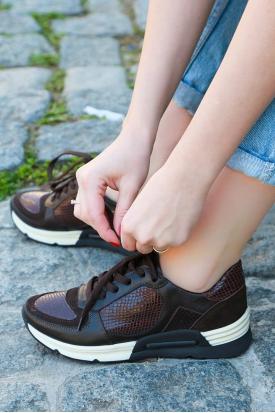 Hakiki Deri Kahve-Kahve Yılan Rugan Kadın Sneaker Ayakkabı 201110621