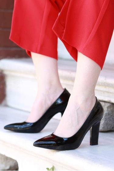 Siyah Rugan Kadın Stiletto Ayakkabı 202127102
