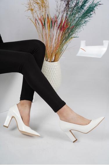 Beyaz Rugan Kadın Stiletto Ayakkabı 202127102